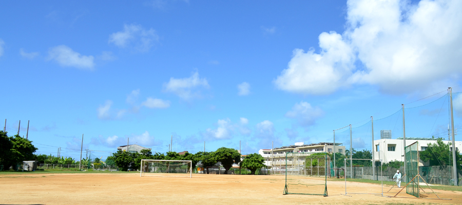 糸満市立兼城中学校のグラウンド写真