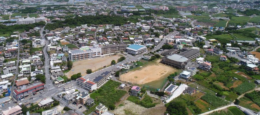 糸満市立兼城中学校の航空写真